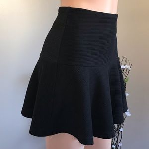 🌺 Flared black skirt with zipper and lined🌺
